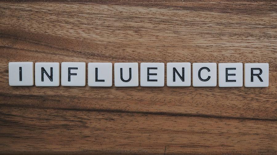 Napis influencer